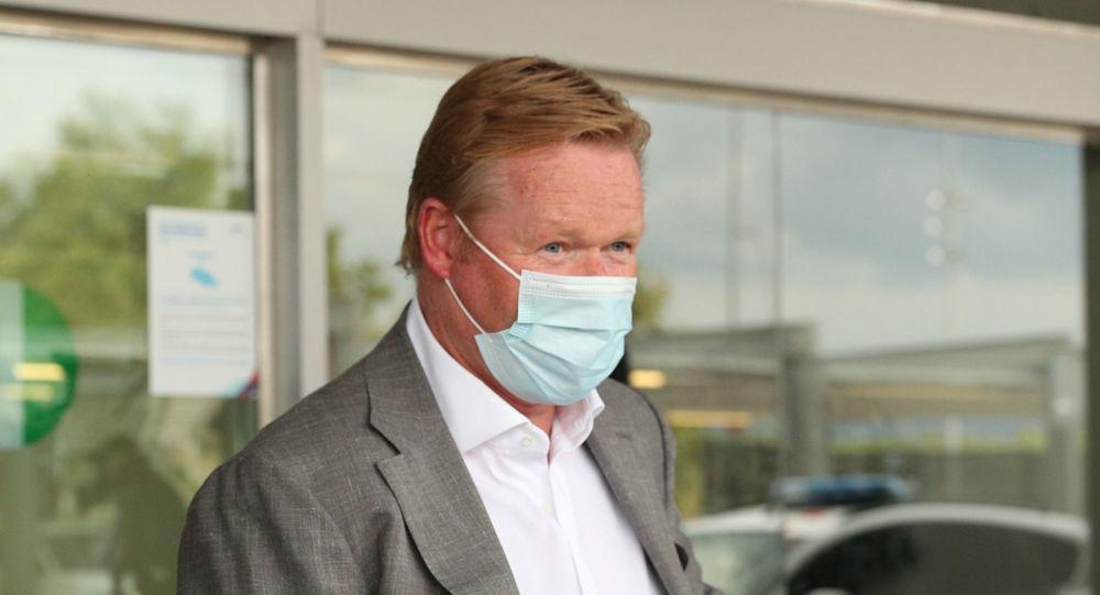 Ronald Koeman a su llegada al aeropuerto de Barcelona