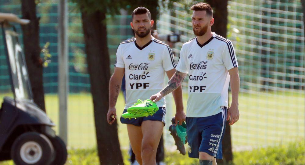 مسی و آگوئرو