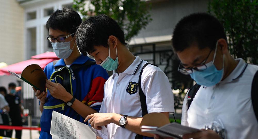لباس مجهز با میکروچیپ های ردیابی برای دانشآموزان چین