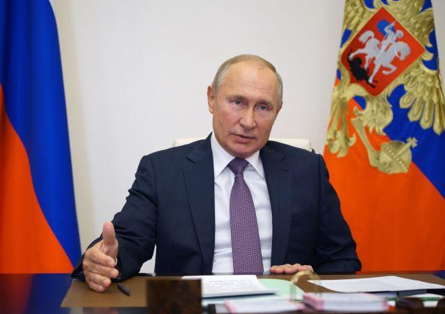 پوتین: آماده همکاری با هر دولت امریکا هستیم