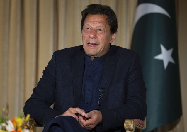عمران خان از سیاست امریکا در برابر طالبان انتقاد کرد