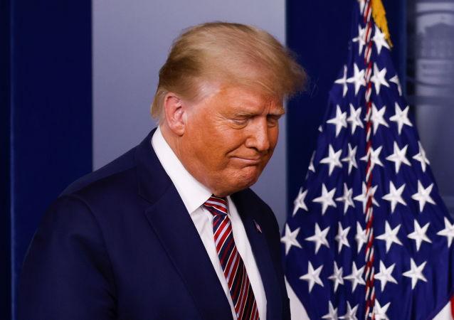 سیاستمدار روس آخرین شانس ترامپ برای ماندن قدرت را نامبرد