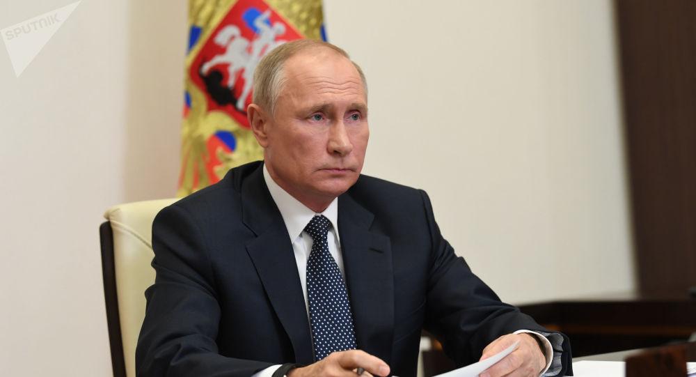 پوتین: روسیه آمادۀ تامین داروهای ضدکرونا به کشورهای نیازمند است