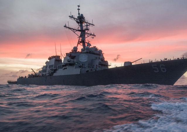 کشتی جنگی آمریکایی با نقض قوانین مرزی وارد آبهای روسیه شد