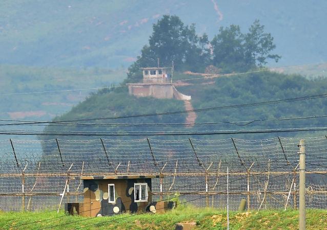 فرار ژیمناست اهل کوریای شمالی با پریدن از روی سیم خاردارهای 3 متری مرزی
