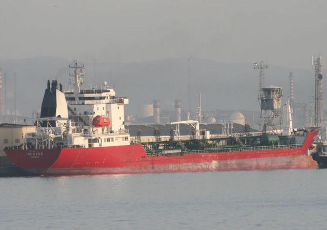 برخورد ماین با یک نفتکش یونانی در سواحل عربستان