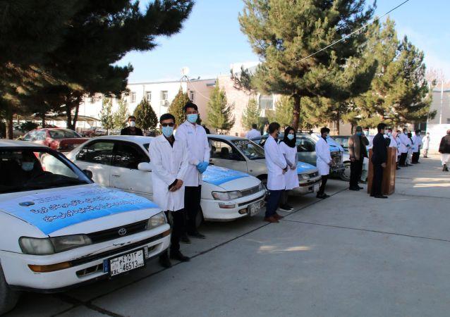 برای مراقبت از بیماران کرونا تیم های صحی سیار ایجاد گردیده است