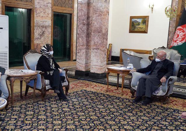 دیدار غنی با نمایندۀ خاص ملل متحد برای افغانستان