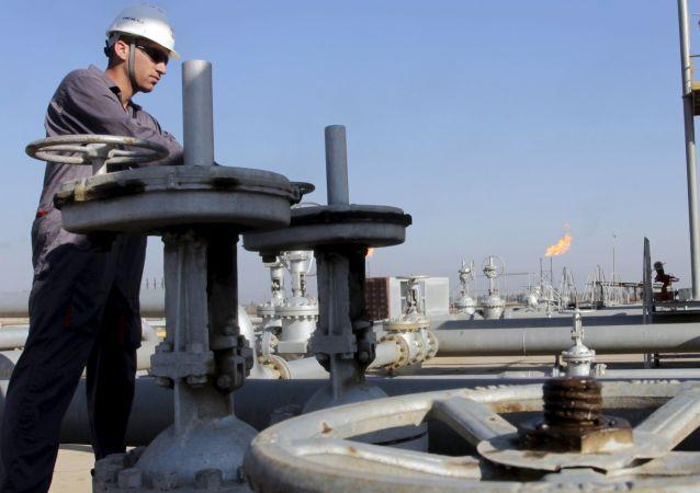 برخورد یک راکت به پالایشگاه نفتی در صلاحالدین عراق