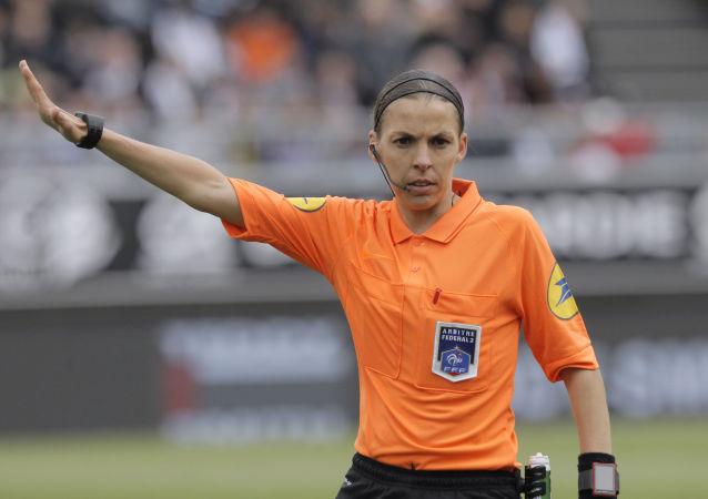 برای نخستین بار در تاریخ، یک زن داور اصلی لیگ قهرمانان انتخاب شد