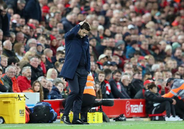 Главный тренер Тоттенхэма Маурисио Почеттино во время футбольного матча АПЛ между Ливерпулем и Тоттенхэм Хотспур (27 октября 2019). Ливерпуль