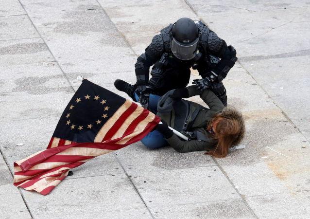 شمار افراد دستگیر شده در یورش بر کنگره امریکا اعلام شد