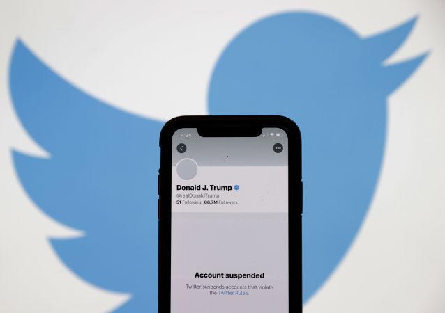 کاهش ارزش سهام تویتر پس از بسته کردن حساب کاربری ترامپ