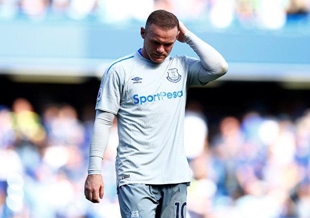 Football Soccer - Premier League - Chelsea vs Everton - London, Britain - August 27, 2017 Everton's Wayne Rooney looks dejected after the match