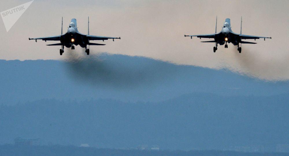 رهگیری هواپیمای شناسایی امریکا از سوی جنگنده سو-27 روسیه برفراز دریای سیاه