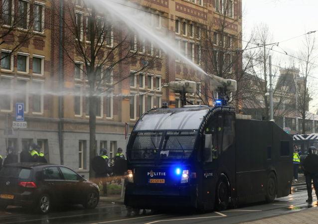 بازداشت بیش از 150 نفر در پیوند به اعتراضات کرونایی در هالند