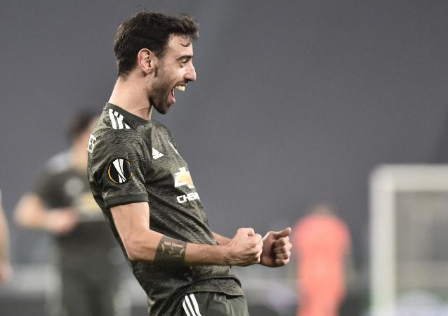 Manchester United's Bruno Fernandes celebrates scoring their second goal