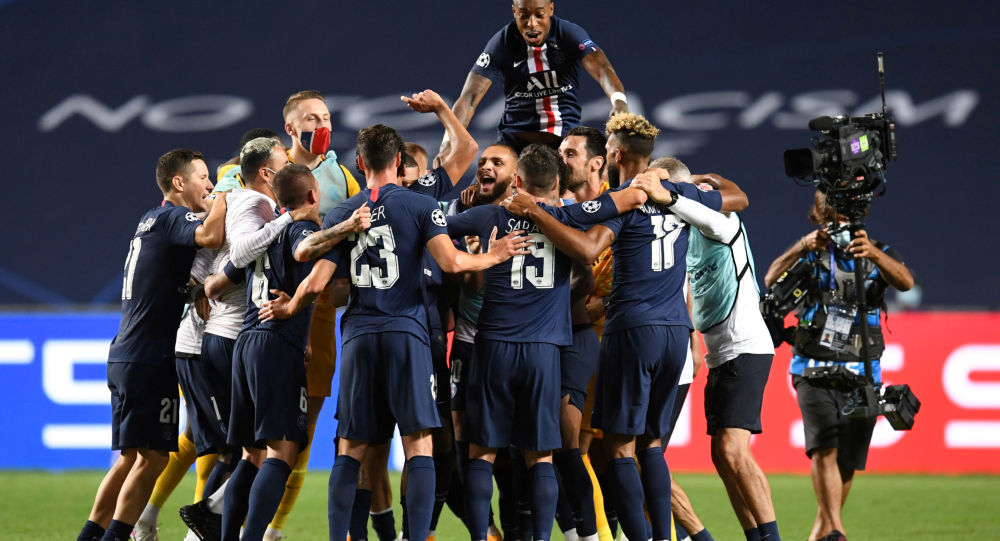 Les joueurs du PSG célébrant la victoire en demi-finale