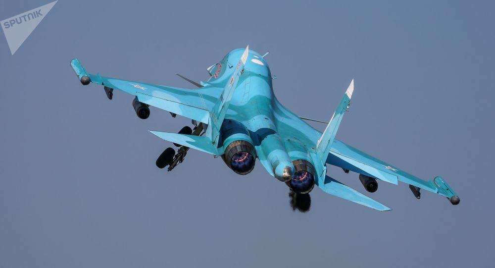 بدرقه طیاره امریکا ازسوی جنگنده روسی بر فراز اوقیانوس آرام+ویدیو