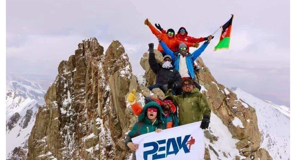 فتح قله شاه فولادی کوه بابا  توسط دختران