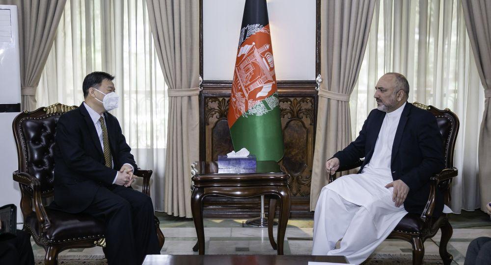 صلح افغانستان؛ اتمر با سفیر چین در کابل دیدار کرد