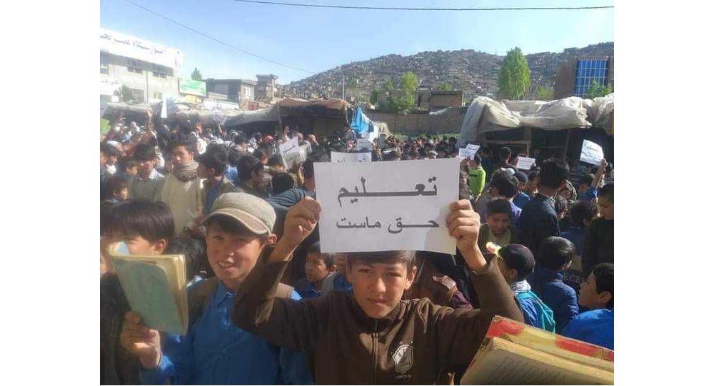 طالبان از ورود معلمان زن به مکتب جلوگیری کردن