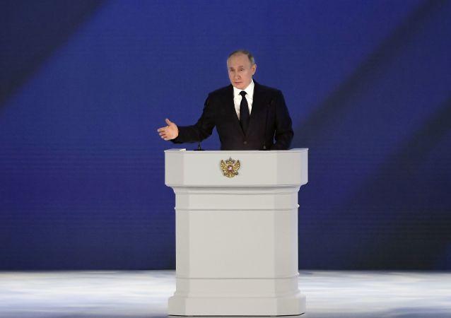 پوتین: ناتو محصولی از جنگ سرد است
