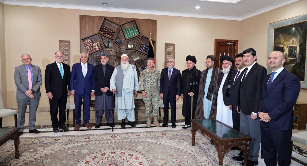 دیدار تعدادی از اعضای شورای مصالحه با خلیلزاد