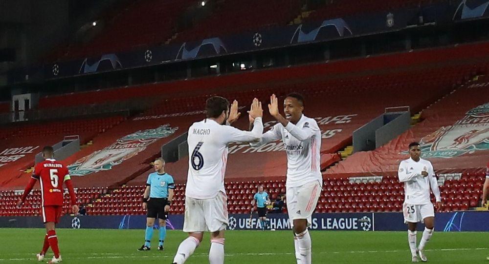 İspanya'nın Real Madrid takımı sahasında 3-1 kazandığı maçın rövanşında İngiltere temsilcisi Liverpool ile Anfield Road Stadyumu'nda karşılaştı.
