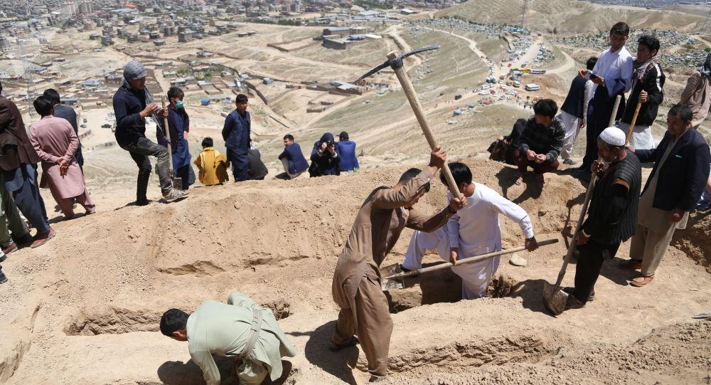 مراسم به خاک سپاری قربانیان حادثه برچی کابل