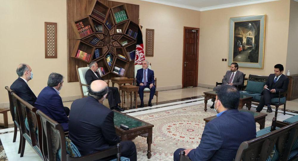 رایزنی نماینده ویژه ایران برای افغانستان با عبدالله عبدالله و حنیف اتمر درباره اوضاع این کشور