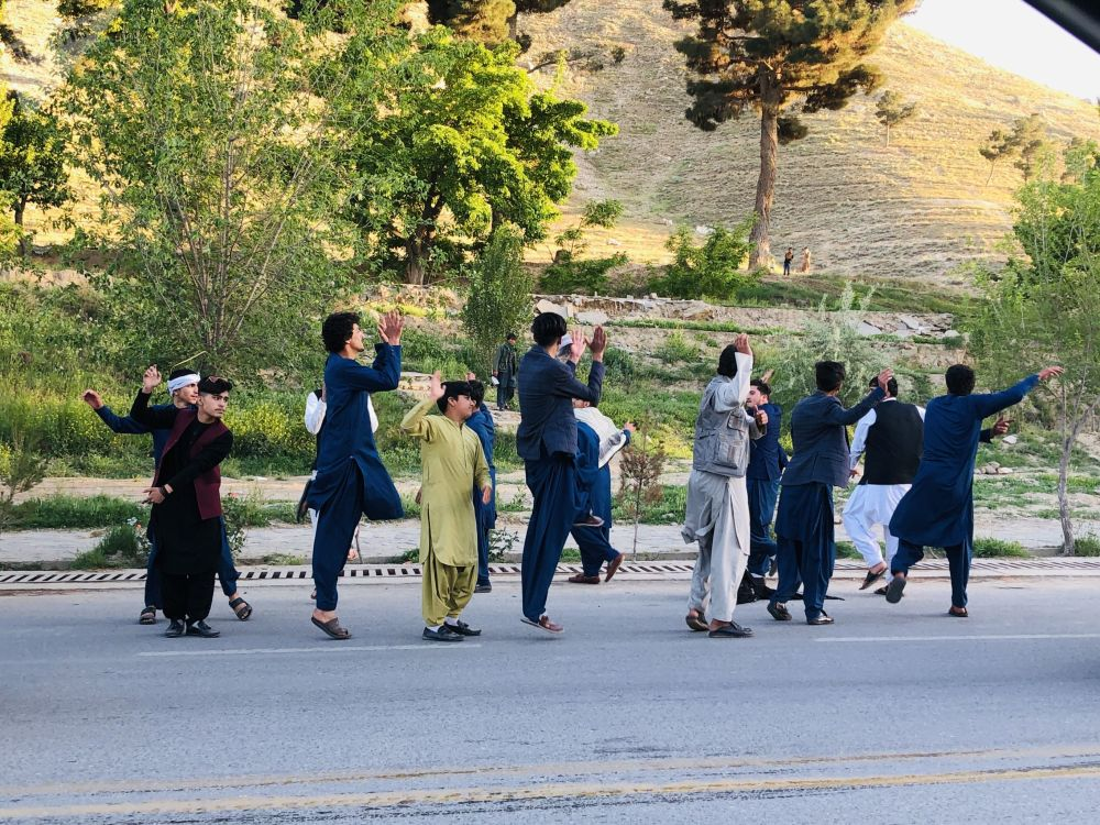 با وجود اینکه چند انفجار رخ داد، اما شهروندان کشور در جادهها به رقص و پایکوبی پرداختند و در امنیت نسبی به میدانهای تفریحی رفتند و عید را تجلیل کردند.
