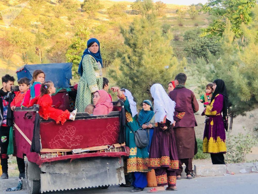 عید، از جشنهای باشکوه در افغانستان بوده و مردم در این روزها برای دیدار دوستان و آشنایان پس از ادای نماز عید میروند.