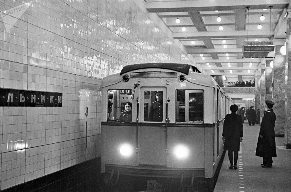 مترو مسکو 86 سالگی را جشن می گیرد/متروی مسکو سال 1948