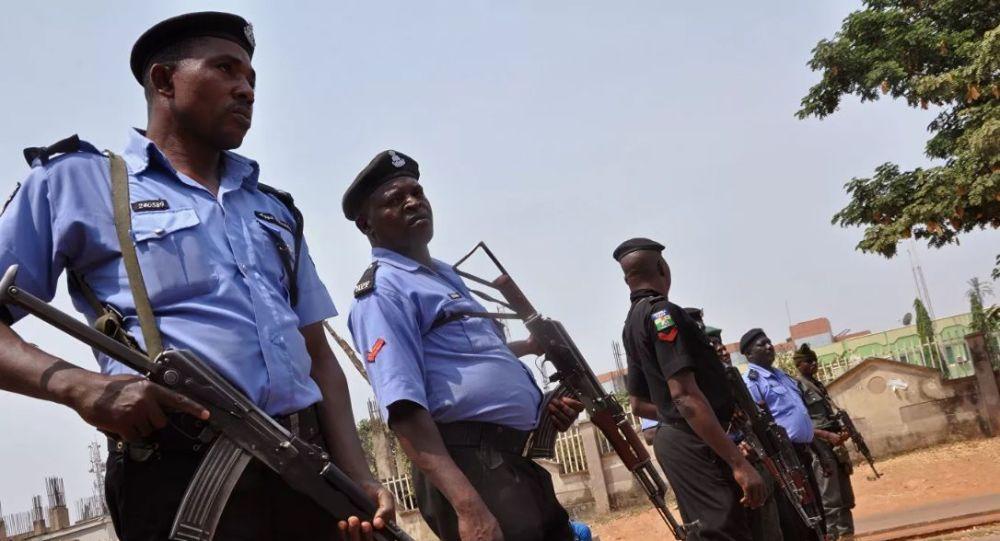 در پی سقوط یک فروند طیارۀ نظامی در نیجریه 12 نفر جان باختند