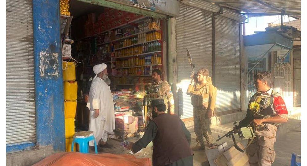 انتقال سربازان زخمی محاصره شده از ولسوالی اوبه به شهر هرات
