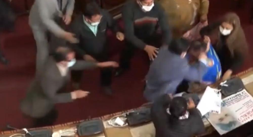 درگیری فیزیکی در پارلمان بولیویا + ویدیو