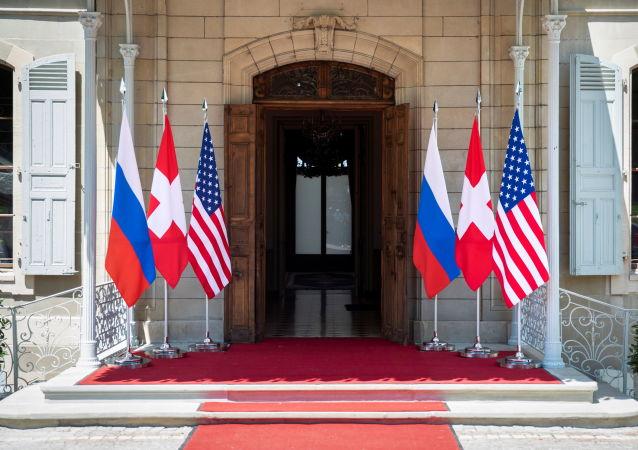 درگیری خبرنگاران امریکایی در حاشیه نشست پوتین و بایدن + ویدیو