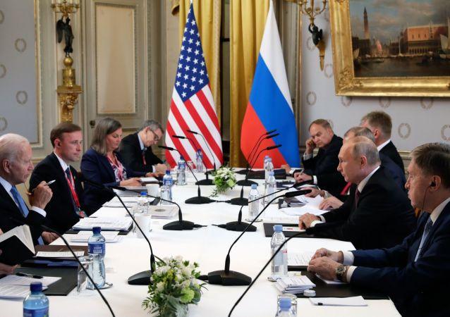 پوتین: روسیه برخلاف امریکا تمرینات نظامی خود را در خاکش انجام میدهد