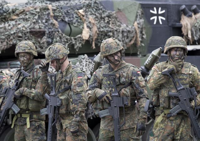 رفتار نژادپرستانه سربازان آلمانی؛ افغانتبار که قربانی آزارجنسی شده است