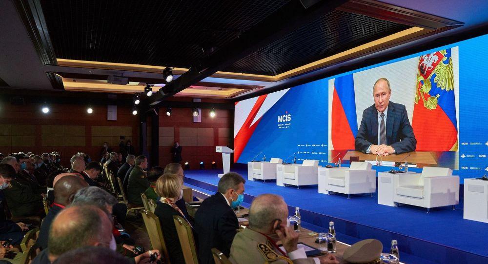 رئیسجمهور پوتین: ناتو از گفتگوهای سازنده در راستای کاهش تنش امتناع میکند