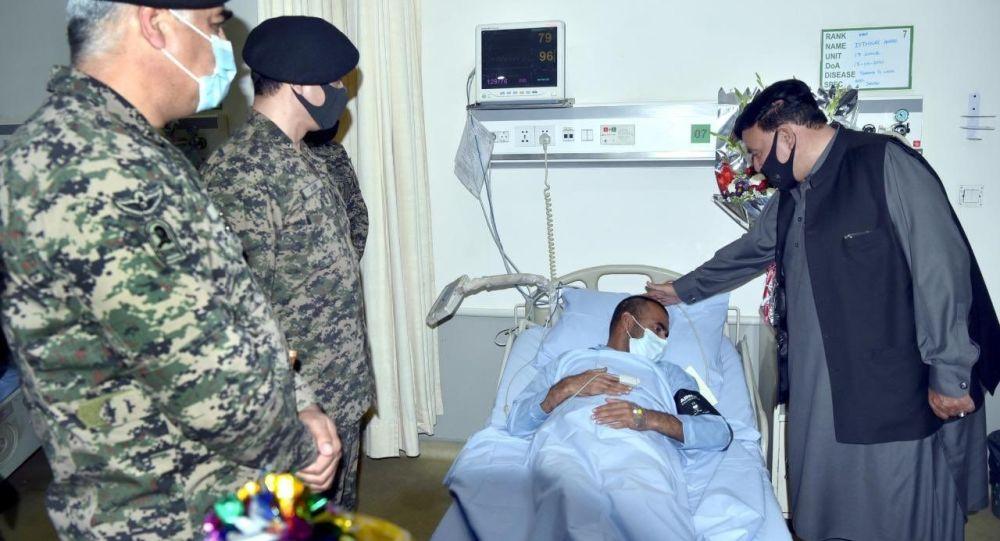 شیخ رشید: اجساد و زخمیهای جنگجویان طالبان به پاکستان منتقل میشوند