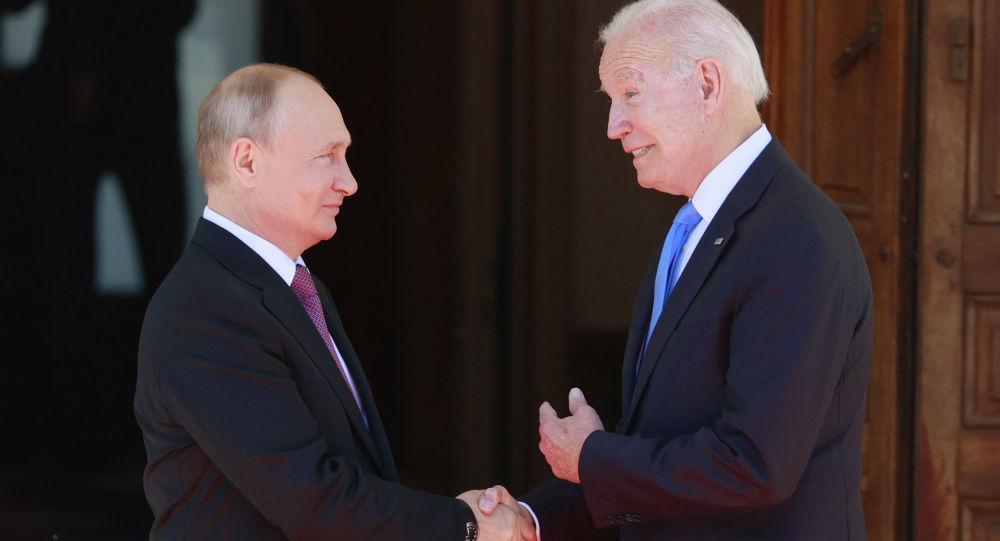 پولیتیکو: بایدن از اعمال تحریم ها علیه پوتین اجتناب میکند