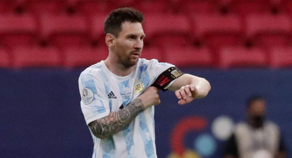 Soccer Football - Copa America 2021 - Group A - Argentina v Uruguay - Estadio Mane Garrincha, Brasilia, Brazil - June 18, 2021 Argentina's Lionel Messi