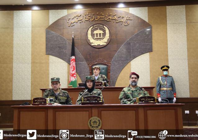 سناتوران افغانستان به حمایت از نیروهای مسلح  لباس نظامی پوشیدند