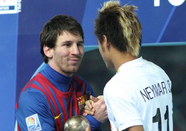 Messi and Neymar shake hands