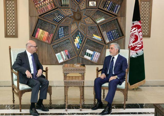 دیدار عبدالله عبدالله با رئيس اکادمی دیپلوماسی امریکا