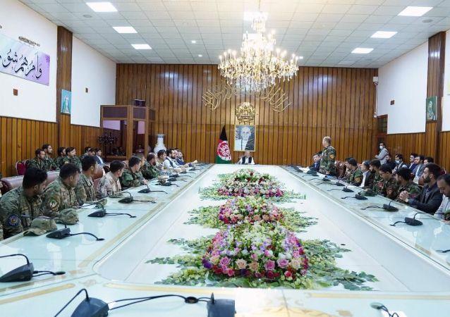 دیدار اشرف غنی با افسران نیروهای امنیتی و دفاعی
