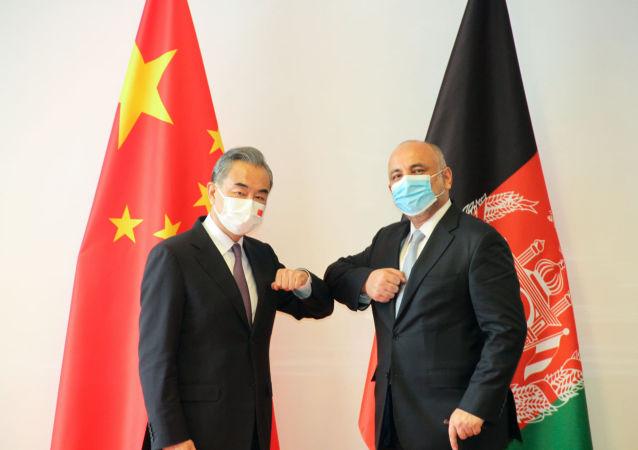 اتمر با وزیر امور خارجۀ چین دیدار کرد