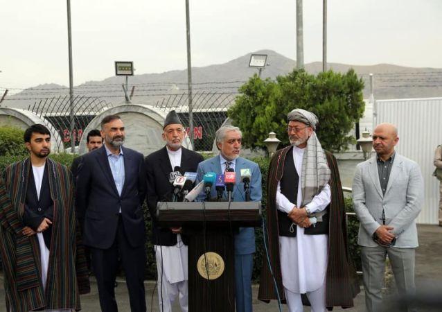 هیئتی دولت افغانستان متشکل از سیاستگران برای گفتوگو با طالبان به دوحه رفت